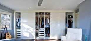 Шкафы с полками: закрытые и полузакрытые модели для одежды с полками сбоку и штангой, невысокие