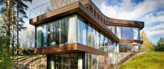 Современный двухэтажный дом необычной конфигурации